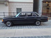 Μαύρο Benz της Mercedes 230E στοκ εικόνες