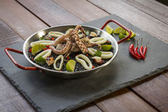 Μαύρο risotto με τη σάλτσα καλαμαριών και μελανιού στοκ φωτογραφία με δικαίωμα ελεύθερης χρήσης