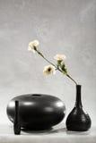 μαύρο vase λουλουδιών Στοκ Εικόνες