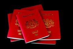 Μαλαισιανά διαβατήρια στο μαύρο υπόβαθρο Στοκ φωτογραφίες με δικαίωμα ελεύθερης χρήσης