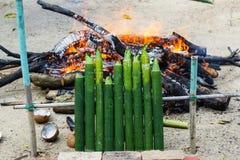Μαλαισιανά παραδοσιακά τρόφιμα «Lemang» στην κουζίνα καυσόξυλου Στοκ φωτογραφία με δικαίωμα ελεύθερης χρήσης
