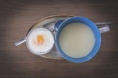 Μαλακός-βρασμένο αυγό Στοκ Φωτογραφίες