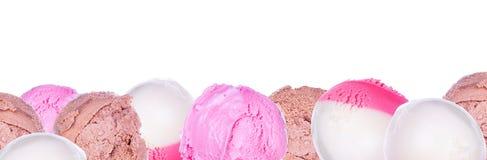 Μαλακός εξυπηρετήστε το παγωτό που απομονώνεται στοκ φωτογραφίες