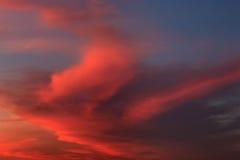 Μαλακός και χνουδωτός σχηματισμός σύννεφων στην ανατολή στοκ φωτογραφία