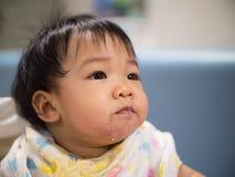 Μαλακό ασιατικό κορίτσι εστίασης με το βρώμικο στόμα Στοκ Φωτογραφίες