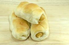 Μαλακό ψωμί με το λουκάνικο Στοκ εικόνα με δικαίωμα ελεύθερης χρήσης