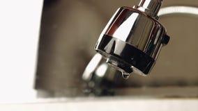 Μείωση νερού στο νεροχύτη απόθεμα βίντεο