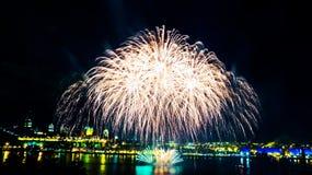 Μεγάλα άσπρα πυροτεχνήματα   Πόλη του Κεμπέκ στοκ φωτογραφίες