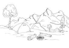 μεγάλα βουνά βουνών τοπίων Σκηνές και μια φωτιά Στοκ φωτογραφία με δικαίωμα ελεύθερης χρήσης