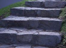 Μεγάλα γκρίζα πέτρινα σκαλοπάτια Στοκ Φωτογραφίες