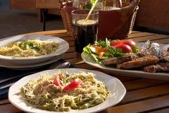 μεγάλα ζυμαρικά γεύματο&sigm Στοκ Εικόνες