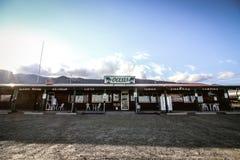 Μεγάλα κατάστημα και εστιατόριο θέσεων για κατασκήνωση οάσεων αμμόλοφων άμμου Στοκ Εικόνα
