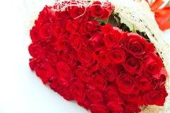 μεγάλα κόκκινα τριαντάφυλλα ανθοδεσμών Στοκ Εικόνες