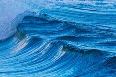 Μεγάλα κύματα από τον ωκεανό Στοκ Φωτογραφίες