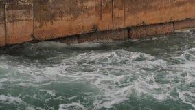 Μεγάλα κύματα θάλασσας στο χειμώνα απόθεμα βίντεο