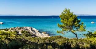 Μεγάλα μπλε θάλασσα και βουνό Athos Στοκ Εικόνες