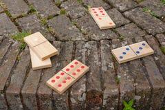 Μεγάλα ξύλινα ντόμινο με έξι ένα δύο και τρία Στοκ φωτογραφία με δικαίωμα ελεύθερης χρήσης
