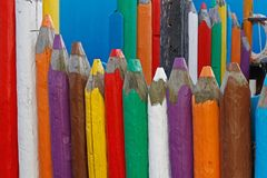 Μεγάλα ξύλινα χρωματισμένα μολύβια Στοκ εικόνα με δικαίωμα ελεύθερης χρήσης