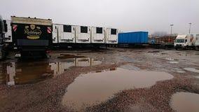 Μεγάλα φορτηγά σε μια σειρά στοκ φωτογραφίες