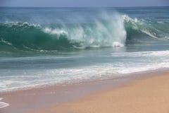 Μεγάλα ωκεάνια κύματα Στοκ φωτογραφία με δικαίωμα ελεύθερης χρήσης