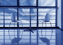 Μεγάλα Windows στο γραφείο Στοκ φωτογραφίες με δικαίωμα ελεύθερης χρήσης