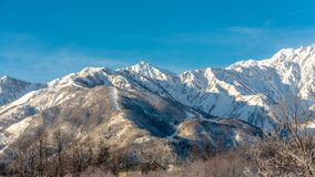 Μεγάλες διακοπές υποβάθρου τοπίου βουνών χιονιού στις φωτογραφίες της Ιαπωνίας στοκ φωτογραφία με δικαίωμα ελεύθερης χρήσης