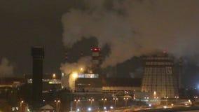 Μεγάλες εγκαταστάσεις θερμικής παραγωγής ενέργειας τη νύχτα απόθεμα βίντεο