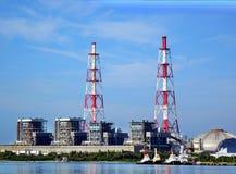 Μεγάλες εγκαταστάσεις θερμικής παραγωγής ενέργειας Στοκ Εικόνες