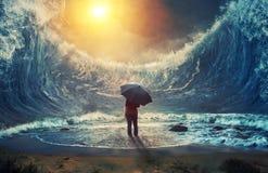 Μεγάλες κύματα και γυναίκα Στοκ Φωτογραφίες