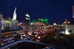 Μεγάλες, νέες Υόρκη-νέες Υόρκη ξενοδοχείο MGM & χαρτοπαικτική λέσχη, μητροπολιτική περιοχή, πόλη, εικονική παράσταση πόλης, νύχτα Στοκ Εικόνες