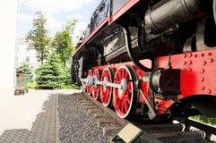 Μεγάλες ρόδες ενός παλαιού τραίνου Στοκ Φωτογραφίες