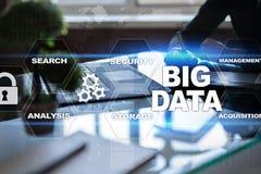Μεγάλες τεχνολογία στοιχείων και έννοια Διαδικτύου στην εικονική οθόνη Στοκ Εικόνα