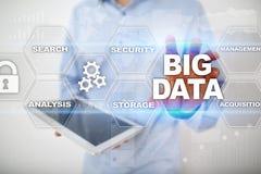 Μεγάλες τεχνολογία στοιχείων και έννοια Διαδικτύου στην εικονική οθόνη Στοκ Εικόνες