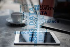 Μεγάλες τεχνολογία στοιχείων και έννοια Διαδικτύου στην εικονική οθόνη Σύννεφο λέξεων Στοκ εικόνες με δικαίωμα ελεύθερης χρήσης
