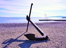 Μεγάλη άγκυρα στην αδριατική παραλία στην Κροατία Στοκ φωτογραφία με δικαίωμα ελεύθερης χρήσης