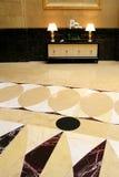 Μεγάλη αίθουσα με το μαρμάρινο δάπεδο Στοκ Εικόνες