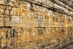 Μεγάλη ανακούφιση τοίχων σε Borobudur - βουδιστικός ναός Mahayana 9ος-αιώνα Στοκ Εικόνα