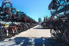 Μεγάλη αποθήκευση ποδηλάτων, Άμστερνταμ, Κάτω Χώρες στοκ φωτογραφία