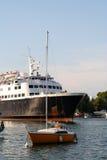μεγάλη βάρκα λίγα Στοκ φωτογραφία με δικαίωμα ελεύθερης χρήσης