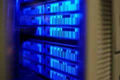 μεγάλη βιβλιοθήκη ταινιών αποθήκευσης κεντρικών υπολογιστών κέντρων δεδομένων στοκ εικόνες με δικαίωμα ελεύθερης χρήσης