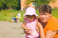 μεγάλη γιαγιά κορών Στοκ Φωτογραφία