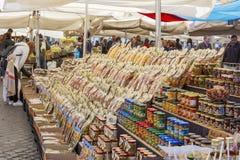 Μεγάλη επιλογή των ζυμαρικών στην αγορά Στοκ Εικόνα