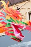 Μεγάλη ζωηρόχρωμη κινεζική διακόσμηση δράκων στην πόλη της Κίνας σε Yokohama, Ιαπωνία Στοκ φωτογραφίες με δικαίωμα ελεύθερης χρήσης