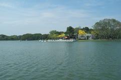 Μεγάλη λίμνη στο βασιλιά Rama ΙΧ δημόσιο πάρκο στοκ εικόνες