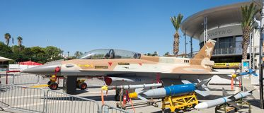 Μεγάλη πανοραμική φωτογραφία του γερακιού πάλης F-16 στοκ εικόνες