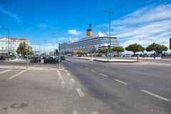 Μεγάλη πλευρά Magica κρουαζιερόπλοιων πολυτέλειας που ελλιμενίζεται στη Λισσαβώνα Στοκ Φωτογραφία