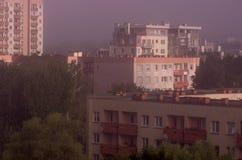 Μεγάλη πόλη στην ομίχλη - μια άποψη από την κορυφή Στοκ φωτογραφία με δικαίωμα ελεύθερης χρήσης