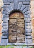 μεγάλη πόρτα ξύλινη Στοκ Φωτογραφίες