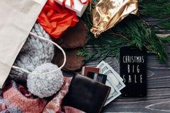 Μεγάλη πώληση Χριστουγέννων ειδικό κείμενο έκπτωσης προσφοράς Χριστουγέννων στο pho Στοκ Εικόνα