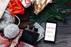 Μεγάλη πώληση Χριστουγέννων ειδικό κείμενο έκπτωσης προσφοράς Χριστουγέννων στο pho Στοκ φωτογραφία με δικαίωμα ελεύθερης χρήσης
